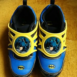 Boys Batman Sneakers Size 13